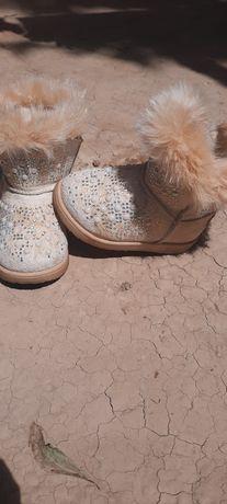 Продам детскую обувь на девочку  и летнюю коляску для прогулки.