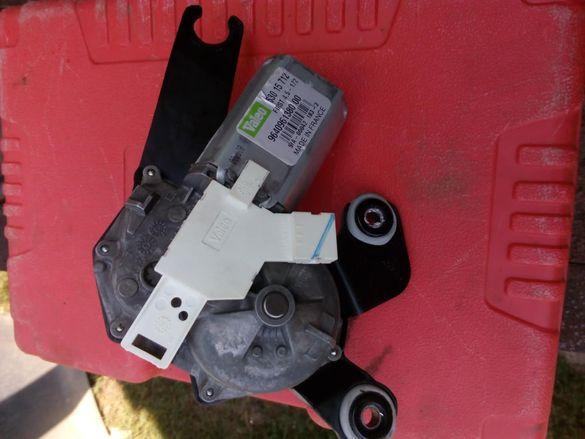моторче за задното сткло пежо