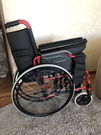 Продам инвалидную кресло-коляску