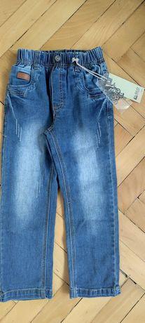 Нови дънки с етикет за момче