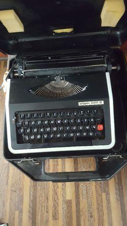 Пишеща машина Хеброс 1300Ф