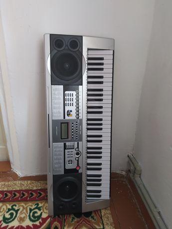 Продам синтезатор cortland