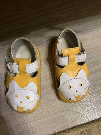 Продам сандалии кожаные на девочку р. 21