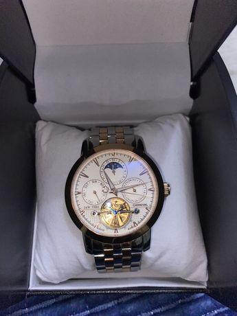 Часы Carnival
