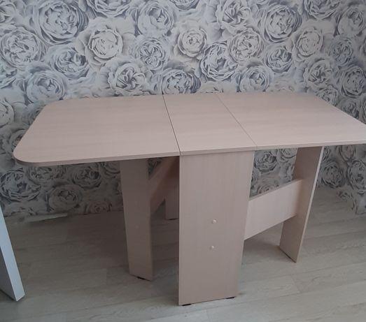 Кухонный стол с 2-мя стульями
