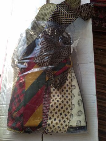Cravate diferite culori