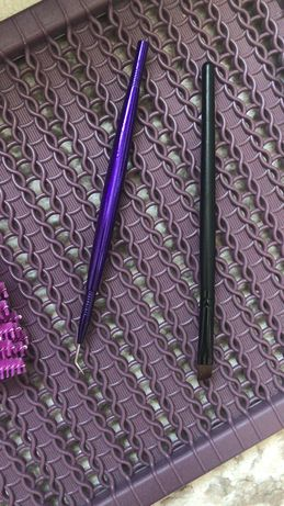 Пинцет и кисточка для укладки ресниц
