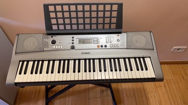 Продам синтезатор YAMAHA RSP-R 300