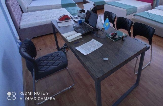 Стол рабочий, стулья и журнальный столик