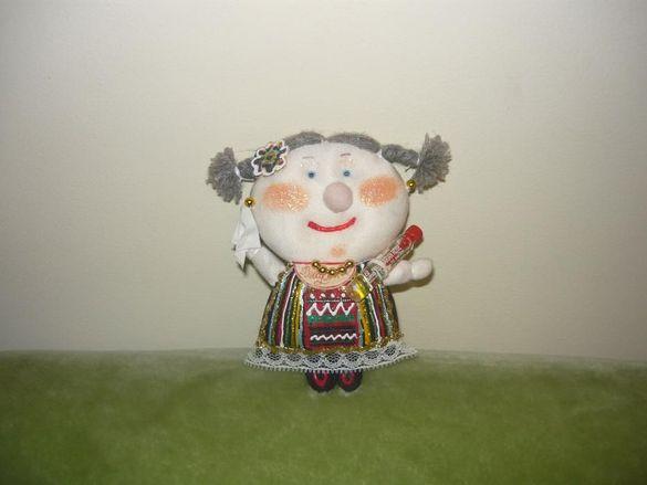 Сувенир - кукла с народна носия - нова