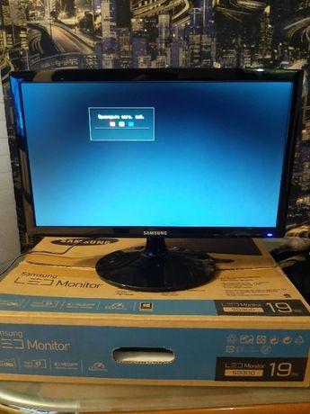 """ПРОДАМ Монитор 18.5"""" SAMSUNG S19D300NY, Black ,б\у в коробке с докуме"""