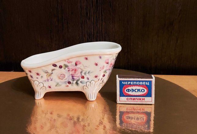 Фарфоровая игрушечная ванна