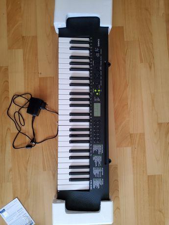 Продается синтезатор