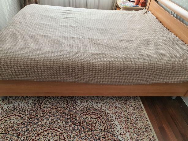 Продаю кровать без матраса