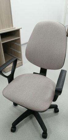 Новое кресло офисное бежевое