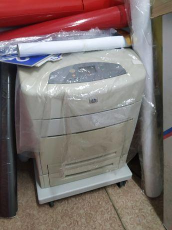 Продам принтер лазерный цветной а3