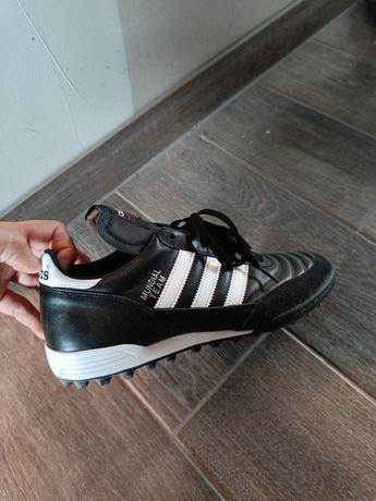 Vând ghete de fotbal adidas Nr 42