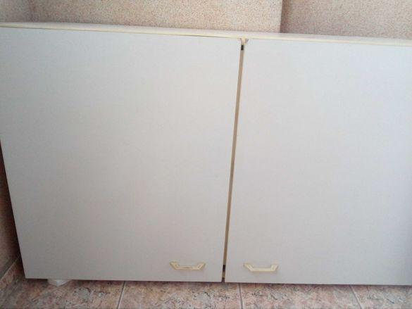 Бели кухненски шкафове