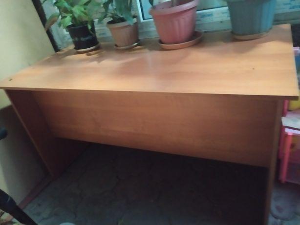 Офисная мебель (стол).