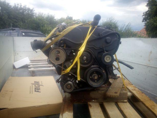 Dezmembez motor Mitsubishi cod 4D56,pompa injectie, etc.