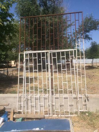 Железные двери, решетки для окон и черепица
