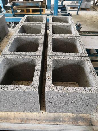 Pătrate de stâlpi 25x20x25