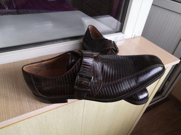 Продам мужские туфли новые
