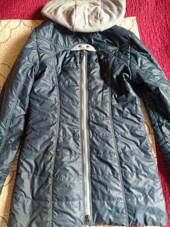Куртка осенняя в отличном состоянии