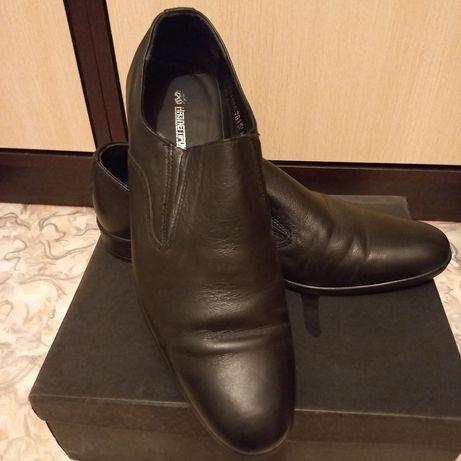 Продам туфли  шнуром  размер 43 ,без шнура 41 размер