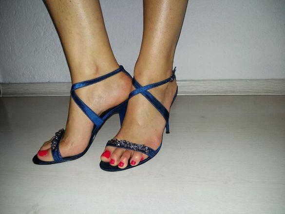 Атрактивни сандали с камъни