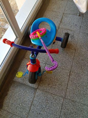 Детска триколка с играчка