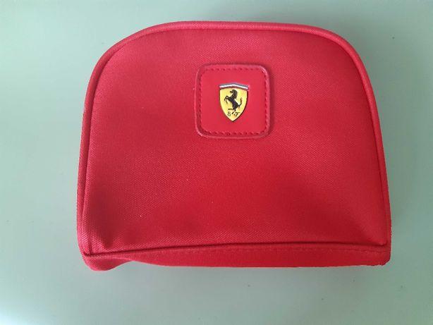 Borseta si ochelari Ferrari