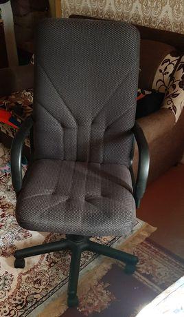 Продается кресло офисное