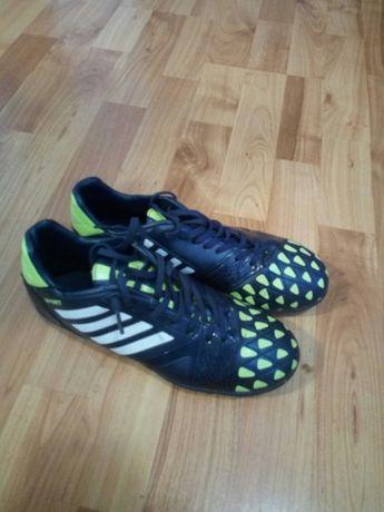 Adidasi de fotbal