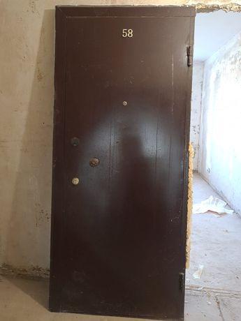 Продам входную дверь самовывоз с 5 этажа 27000