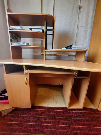 Продам стол для ученика , компъютерный