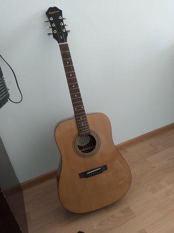 Гитара 6 струнная, качественная.