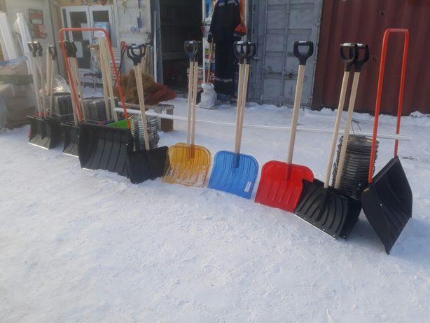 Снегоуборочные зимние лопаты разных видов
