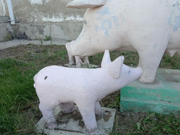 Продам скульптуры свиней срочно