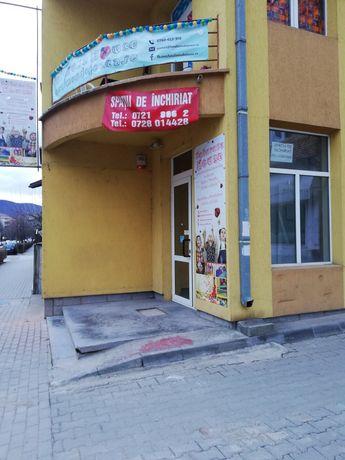Închiriez spațiu comercial Zona Hotel Cetate