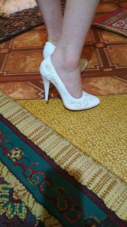 Продаю женские туфли 3000 тг