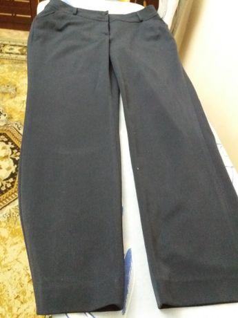 Продается черный брюки для девочек 11 лет для школы