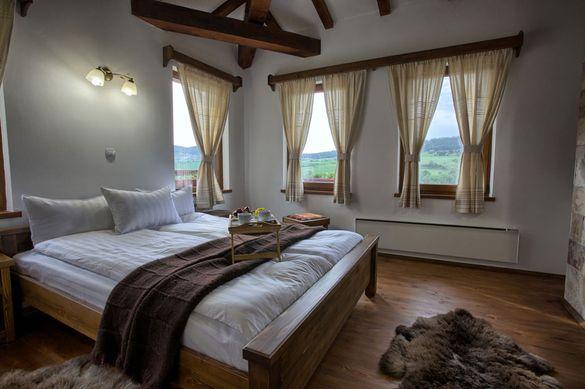 Мебели от масив по поръчка за селска къща/къща за гости/хотел