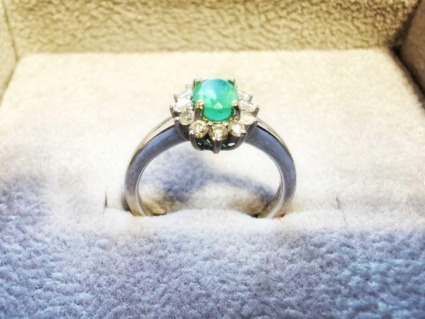 Inel logodna cu smarald si diamante  / aur alb