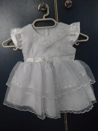Бяла бебешка рокля