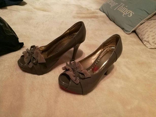 Pantofi lac marime 37