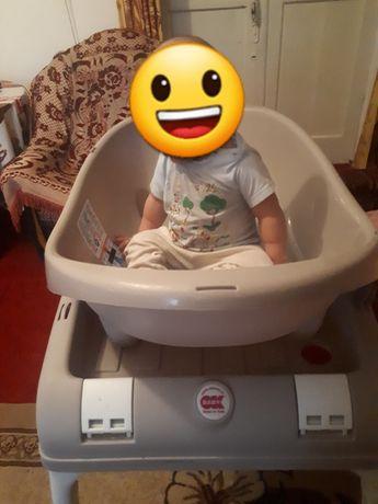 Продам ванну для купания  ребенка с подставкой