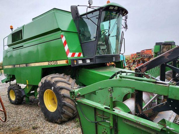 Combina agricola John Deere 2056, AC, header JD 816 de 5,50 m. IMPORT