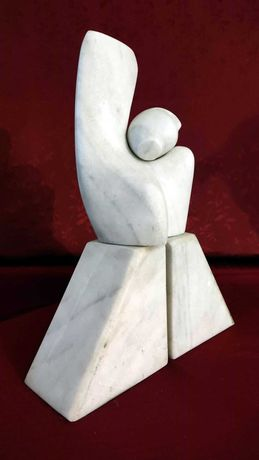 """Sculptură în marmură albă: """"Evoluție"""""""