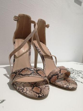 Sandale bej cu imprimeu șarpe din piele întoarsă ecologica